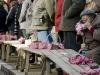 vendeuse-sur-le-marche-aux-truffes-de-lalbenque